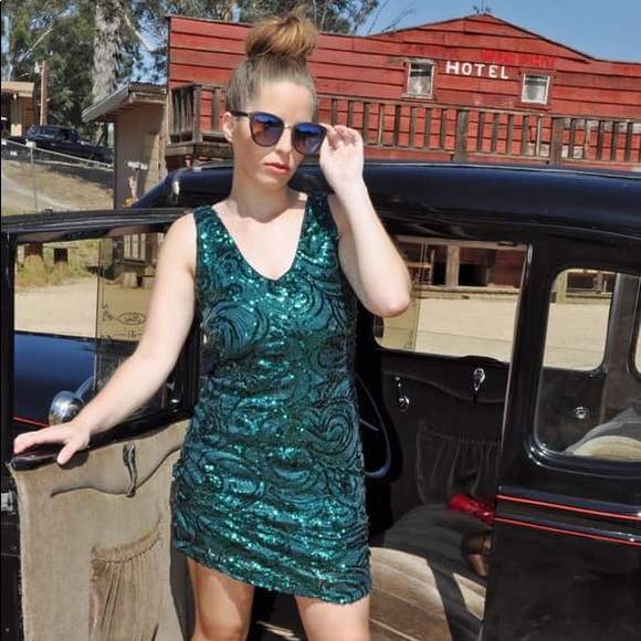 Forever 21 Dresses & Skirts - Green Sequin Holiday Dress By Forever 21